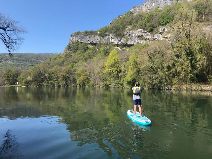 Stand up paddle dans les gorges de la Balme