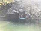Stand Up Paddle sous une falaise des gorges de la Balme