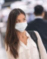 mulher-usando-mascara-na-rua.jpg