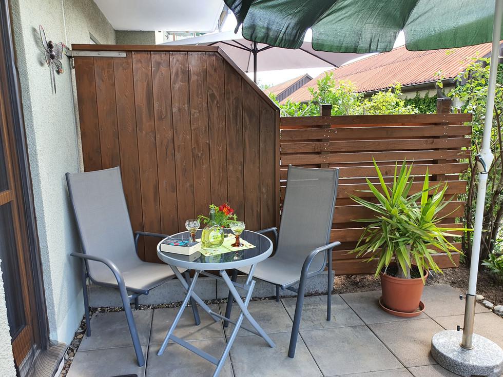 Terrasse Sitzplatz - 2 weitere Stühle im Keller