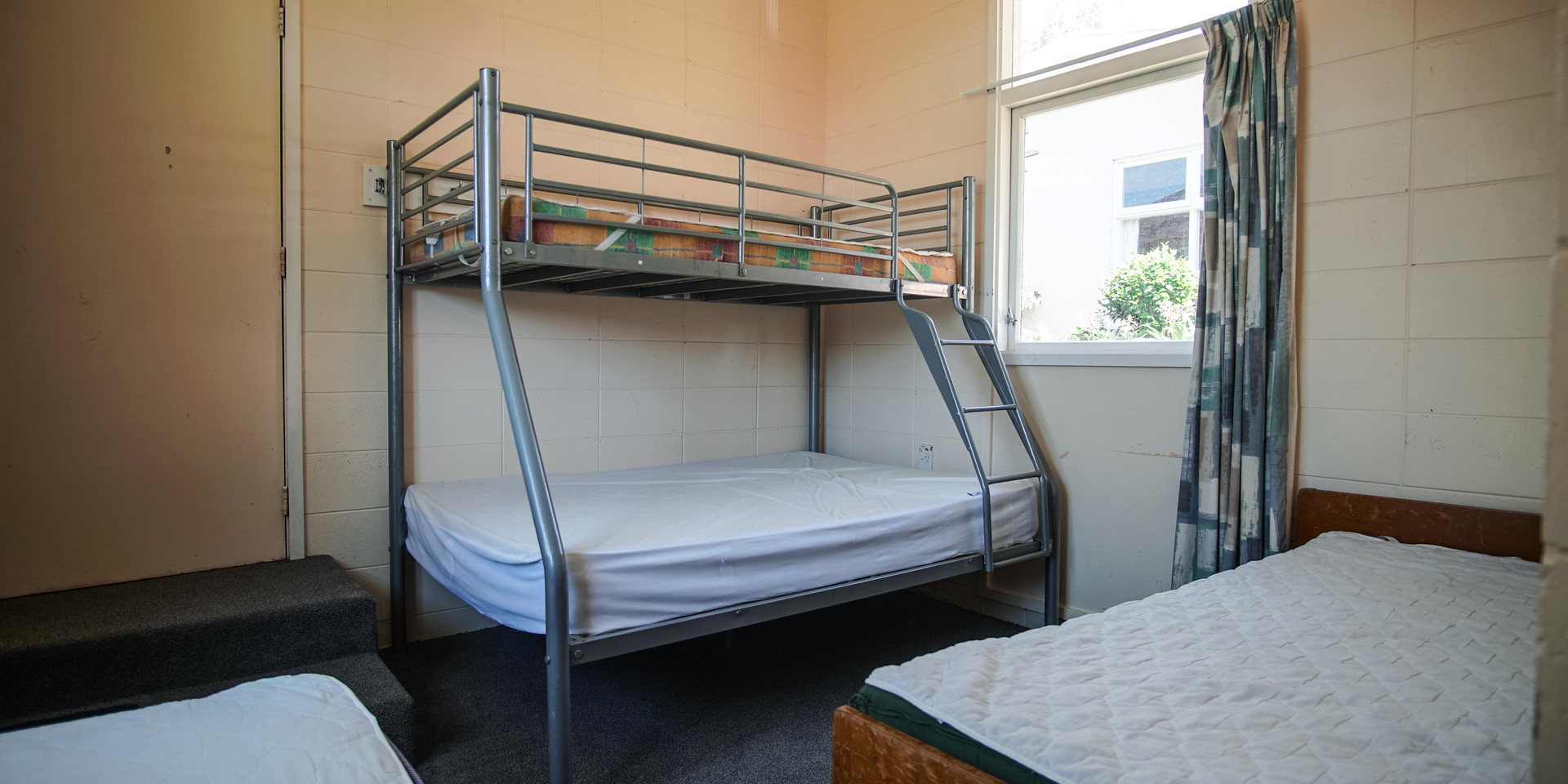 Leaders room - 2x Single Beds, 1 Double
