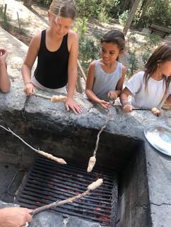 Brood op stok en picknic in het bos