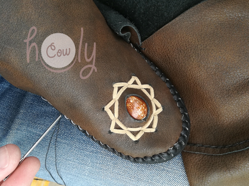 Brown Leather Moccasins With Sea Shell