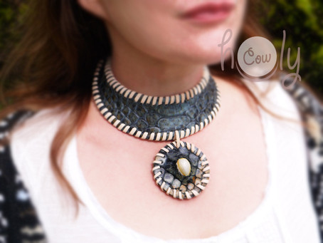 Crazy Medieval Blue Snake Leather Necklace With Sea Shell