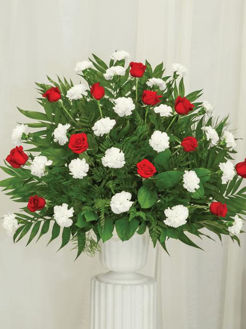 Kytice bílé s rudé růže s vázou