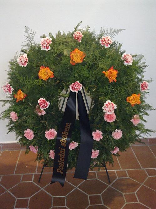 Věnec 5 ks růže, karafiáty (č.33)