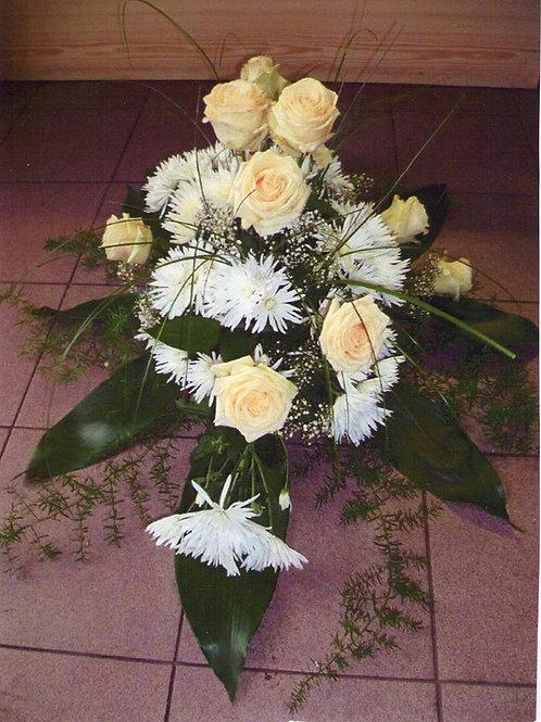 Rakvová kytice růže a chryzantémy