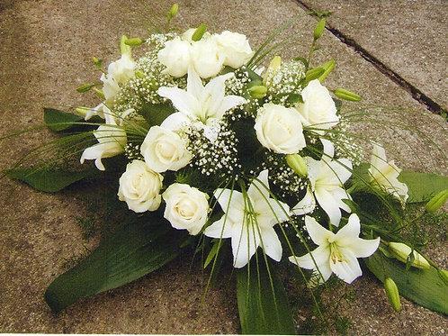Rakvová kytice růže a lilie