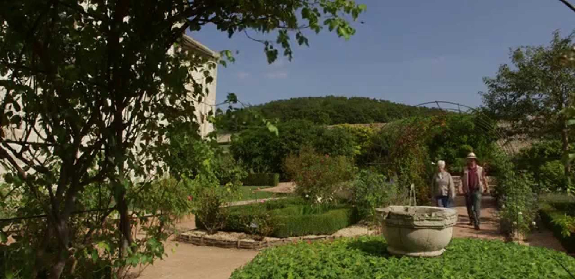 Normandy : St.Georges-de-Boscherville Abbey gardens
