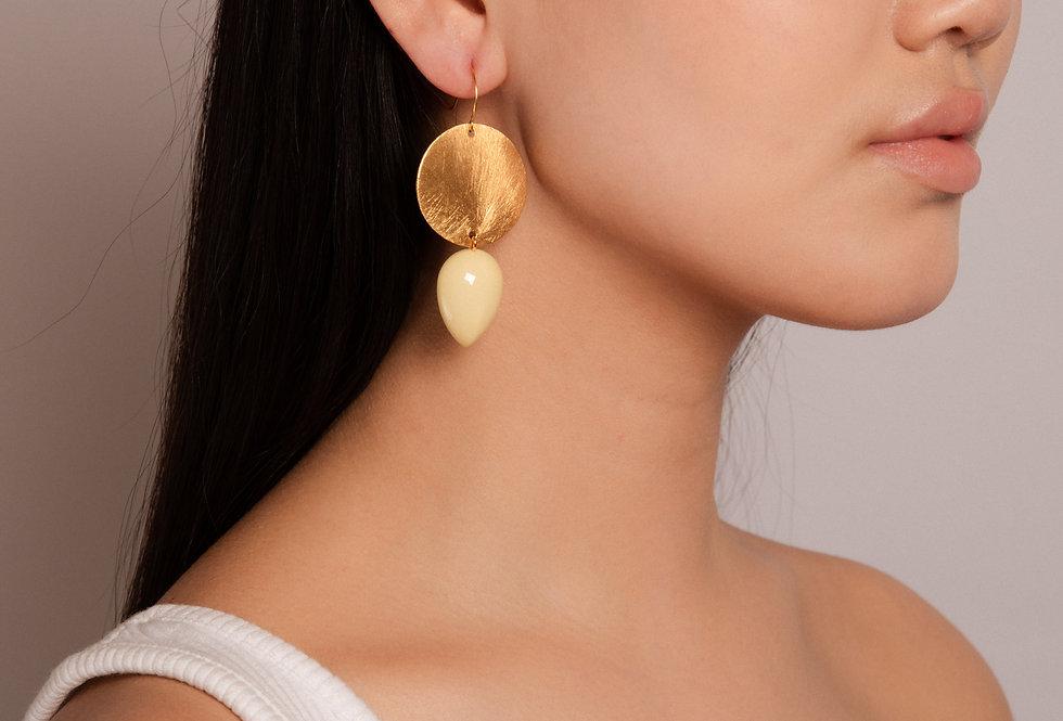 Iris earrings soft yellow