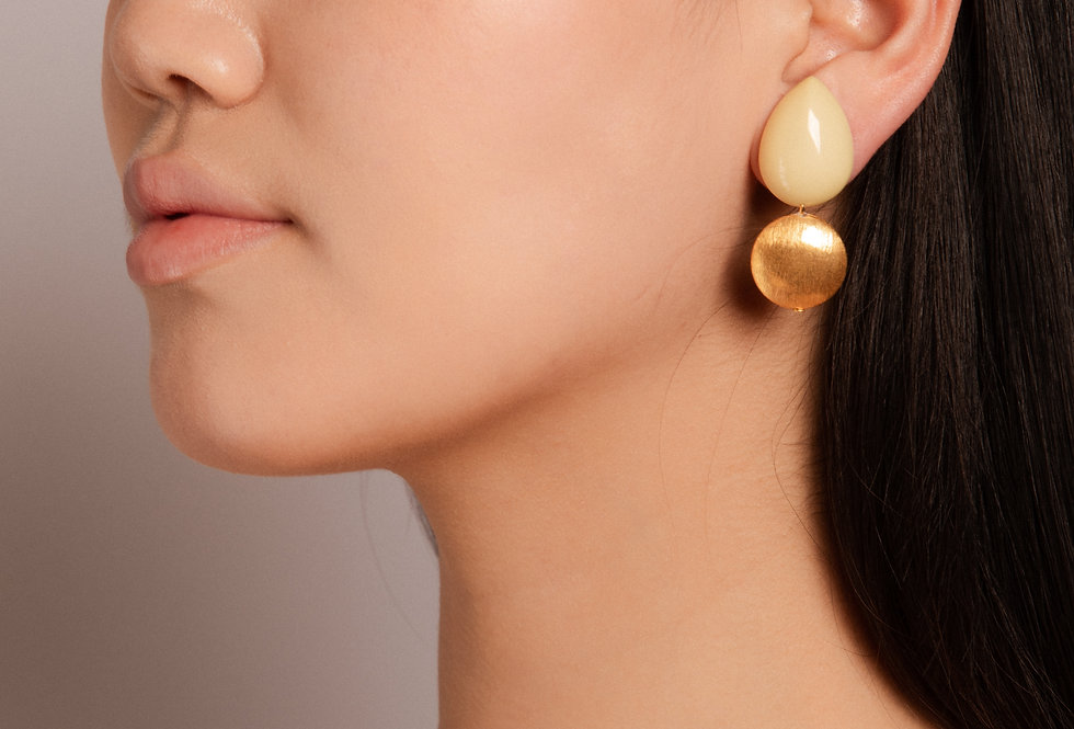 Agua earrings soft yellow