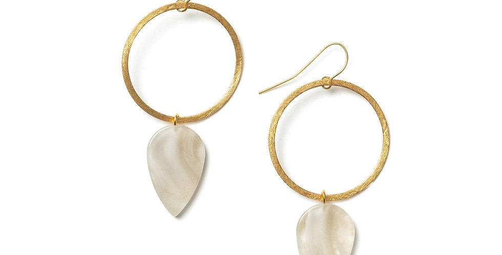 Ochre earrings beige