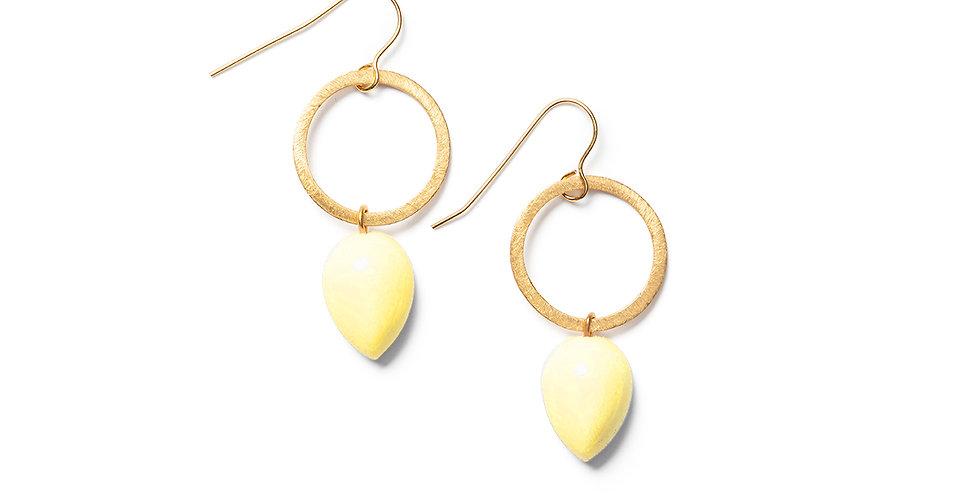 Ushi earrings soft yellow