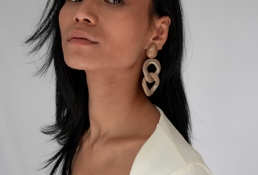 Kusa earrings camel