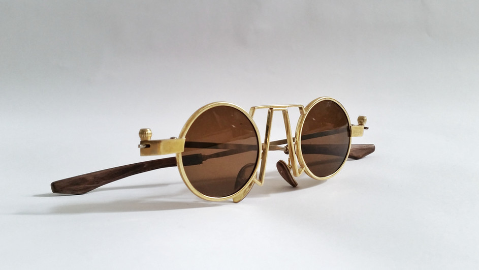SUNGLASS FOR QUEEN VICTORIA