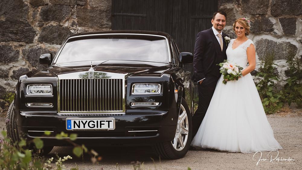 Att åka Rolls Royce på bröllopet gör inte ont!