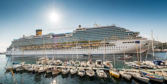22653283-ferry-in-port.jpg
