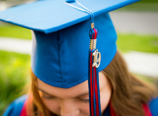 Cap & Gown Mini Sessions - Olathe Senior Photographer