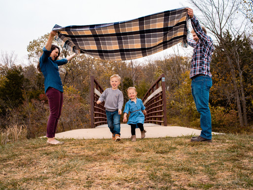 Fangman Family - Kill Creek Park - Olathe Family Photographer