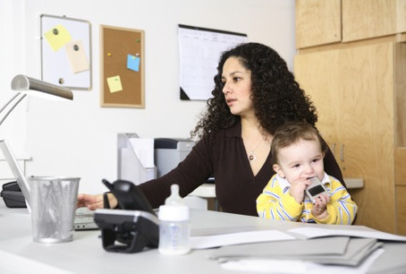 Cómo ser mamá, trabajar, y no morir en el intento.