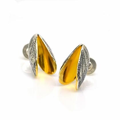 Mussel stud earrings