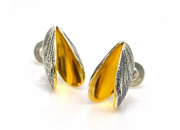Mussel stud earrings