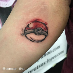 Pokémon ball done at the _taetu_festival ❤️ #tattoo #pokemonball #watercolortattoo #pokemontattoo #a