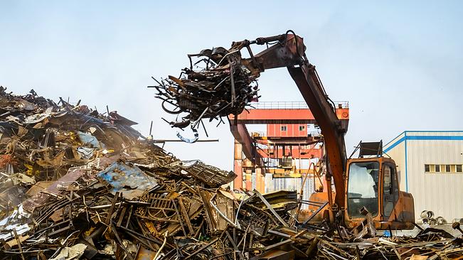 Crane collecting metal scraps.png