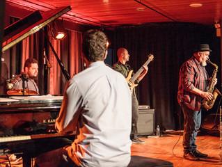 Trio Teimoso convida Dirceu Leite em show no Festival Chorando Sem Parar