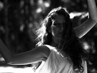 Cantora e compositora 'Iara Ferreira' faz show de graça no Sesc de Catanduva