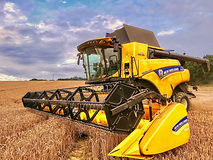 New Holland CR8.80.jpeg