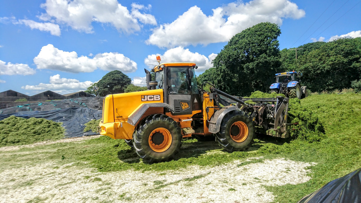JCB 416s on the clamp.jpg