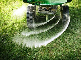 fertilizing-the-lawn.jpg