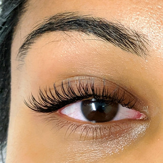 Classic Cat Eye lash extensions