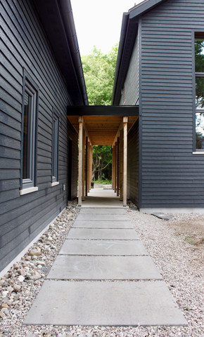 Breezeway to the main entrance - walls still a bit dusty from the landscaping work!
