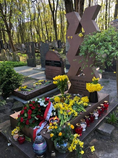 Marek Edelman's Grave