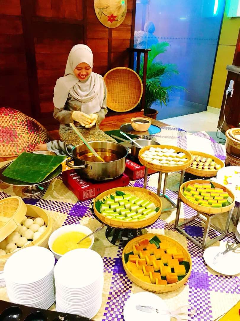 Malay Kueh making