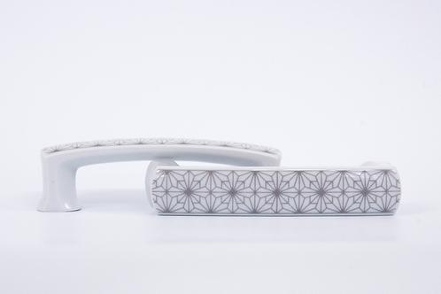 Porcelán hosszúkás fogantyú geometrikus mintával, szürke