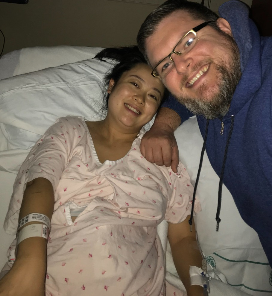 Couple stops to celebrate 10cm dilated | natural birth