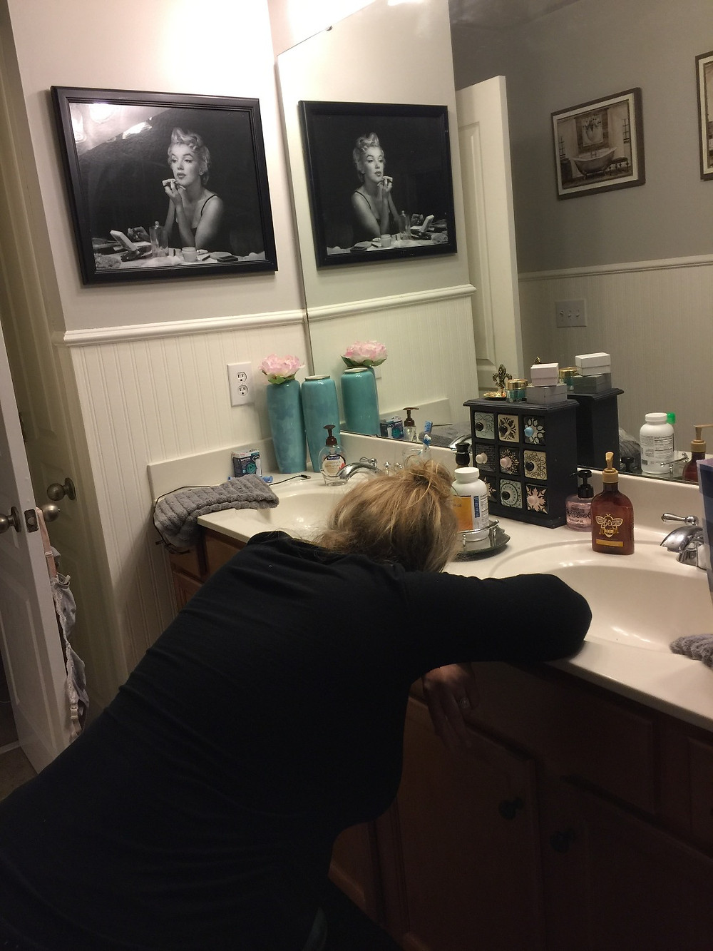 Leaning in during contraction | Bathroom labor positions