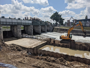Construction d'une passe à poissons liée au barrage de l'Abattoir, sur l'Yèvre à Vierzon