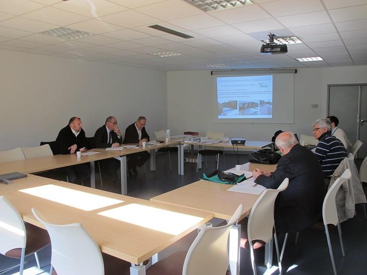 Le 27 avril 2016 se réunissait l'une des deux commissions MAPA, statuant sur les principaux marchés publics liés aux travaux de restaurations et études 2016/2017; cette commission est constituée de plusieurs membres délégués du SIVY
