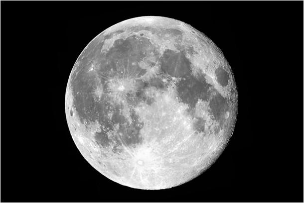 Au moment de la lune rousse, la Lune ne change pas de couleur !