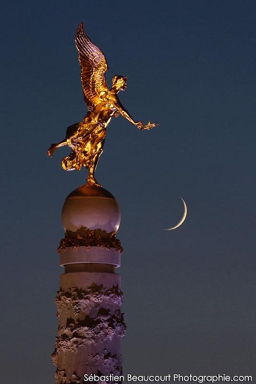 La Victoire couronne la Lune