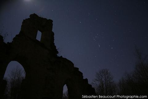 Constellation d'Orion et abbaye de Vauclair