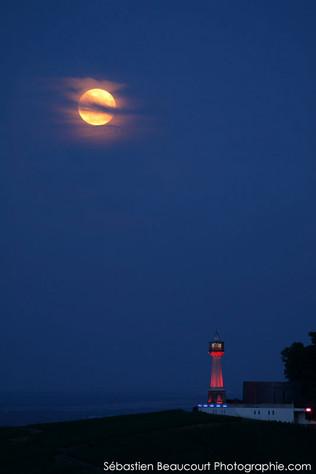 Pleine Lune et phare de Verzenay