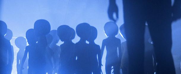"""Des extraterrestres """"petits gris"""" dans Rencontre du troisième type de Steven Spielberg (1977)"""