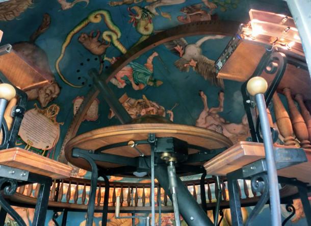 Interieur du Globe céleste de Gottorf