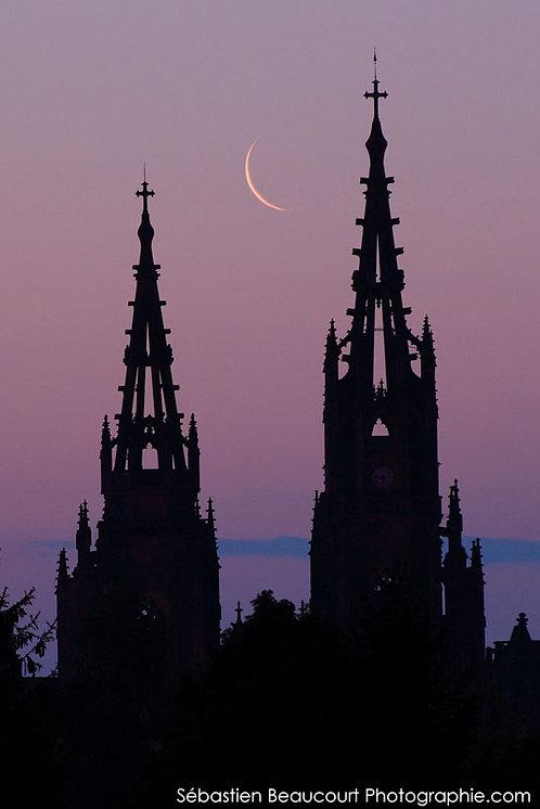 Croissant de Lune sur la basilique de l'Epine