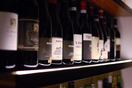 pesaro vino e enoteca per un aperitivo